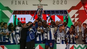 Iker levantó la copa portuguesa