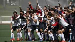 Los jugadores del Polo celebran su título de Copa