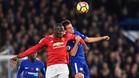 Lukaku pelea con Azpilicueta en el duelo de Stamford Bridge