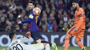 Messi marcó dos goles ante el Olympique Lyon