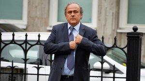 Michel Platini, a su llegada al funeral de Johansson