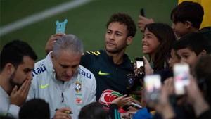 Neymar, antes de partir hacia Londres