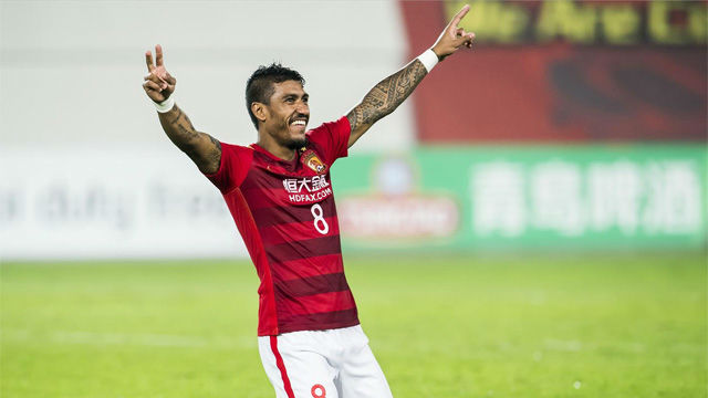 Paulinho completes loan move back to Evergrande