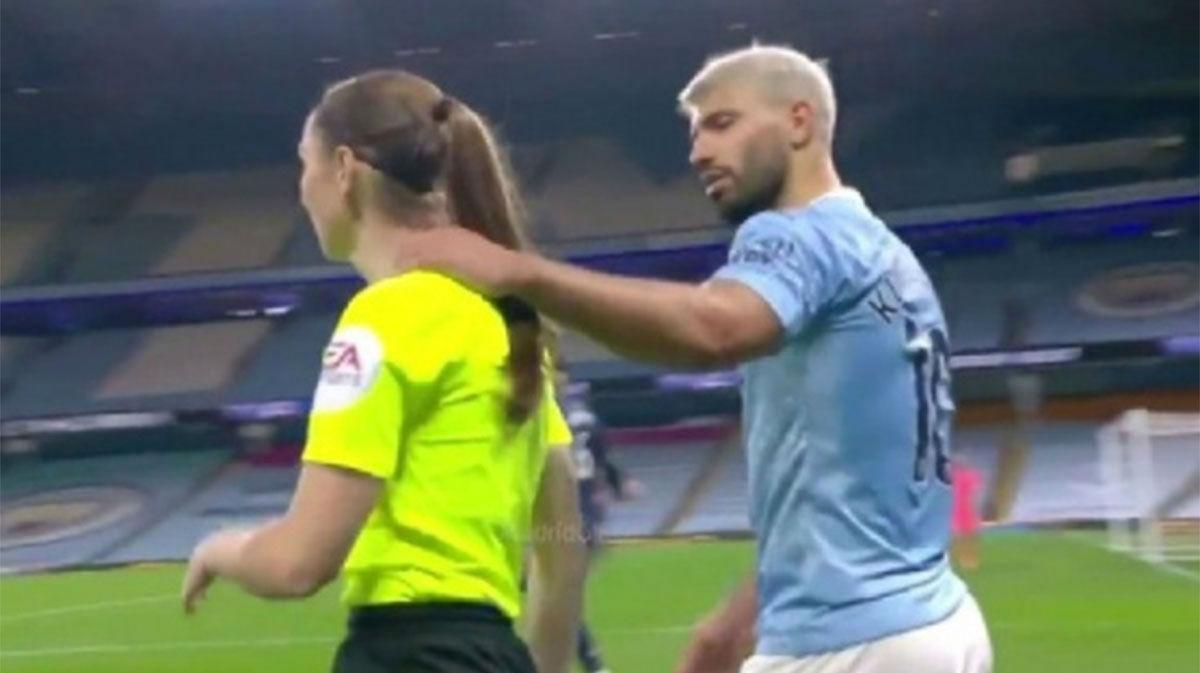 La reacción de Guardiola cuando le preguntan sobre el toque de Agüero a la asistente