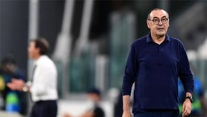 Sarri vivió un calvario en el área técnica del Juventus Stadium