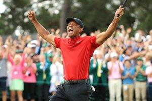 Tiger Woods celebra su victoria en el Masters de Augusta en el Augusta National Golf Club en Georgia.