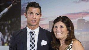 Cristiano Ronaldo, junto a su madre en una imagen de archivo