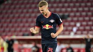 Dani Olmo celebra su primer gol en la Bundesliga
