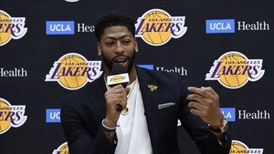 Davis aparca la selección para centrarse en los Lakers