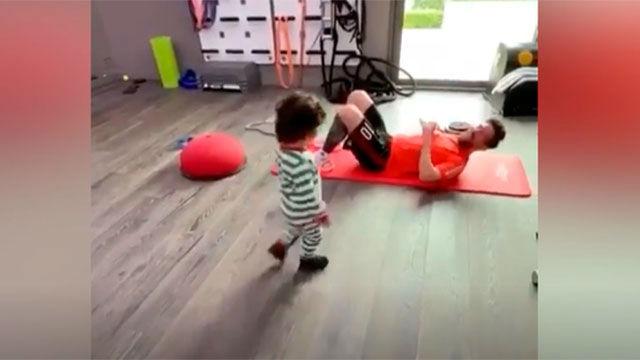 El entrenamiento más entrañable de los Messi: Ciro se apunta a hacer abdominales con Leo