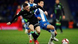 Galán y Wu Lei, en el último Espanyol-Huesca de Liga