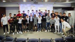 Los equipos formativos del Barça, en el homenaje a Cruyff
