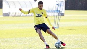 Matheus Pereira durante un entrenamiento del Barça B