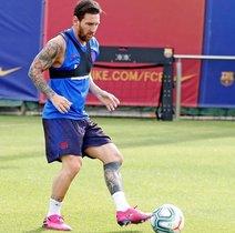 Messi ya toca balón