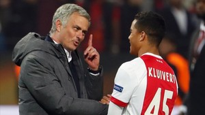 Mourinho ya conoce a Justin Kluivert