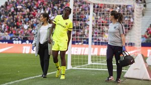 Oshoala se retiró lesionada del Wanda