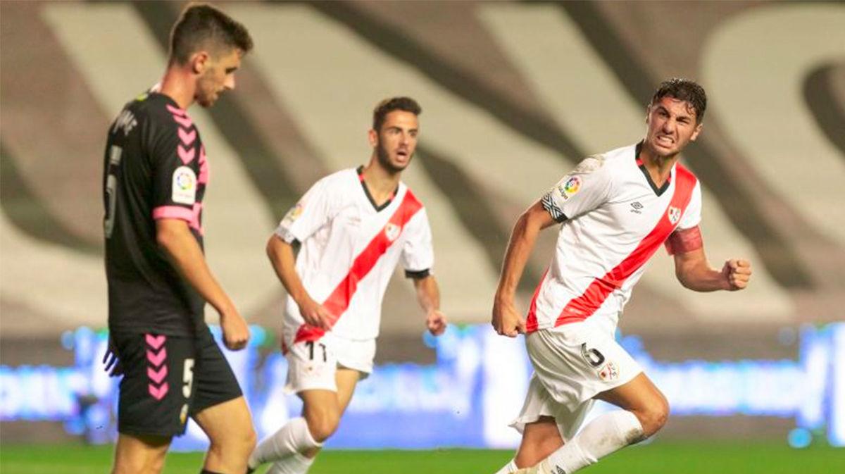 El Rayo remonta el partido ante el Sabadell y se llevó los tres puntos