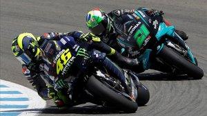 Rossi siendo porseguido por su compatriota y amigo Morbidelli