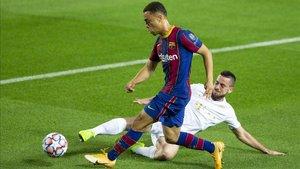 Sergiño Dest, en su debut en la Champions contra el Ferencvaros
