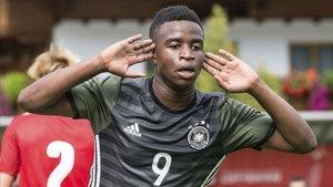 Youssoufa Moukoko ya lleva 14 goles en solo 4 partidos en la actual temporada con el Borussia Dortmund sub19