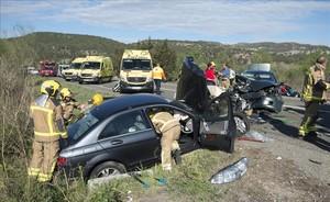 Accidente de tráfico en la carretera C-12 a la altura del Eix de lEbre