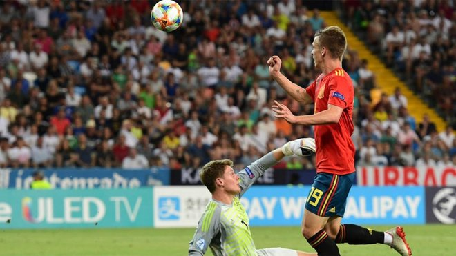 Agent of Dinamo Zagreb wing-back Dani Olmo reveals Man Utd contact