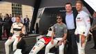 Alonso, con su equipo y Button
