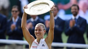 Angelique Kerber celebró muy emocionada su primer título en Wimbledon
