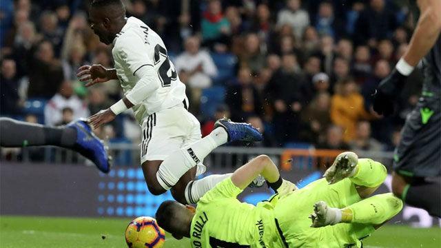 Así fue la conversación entre el árbitro y el VAR en el penalti no pitado a Vinicius: Todo OK