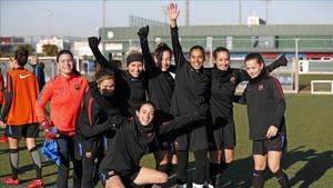 El Barça femenino celebró tras el último entrenamiento la llegada de las Navidades