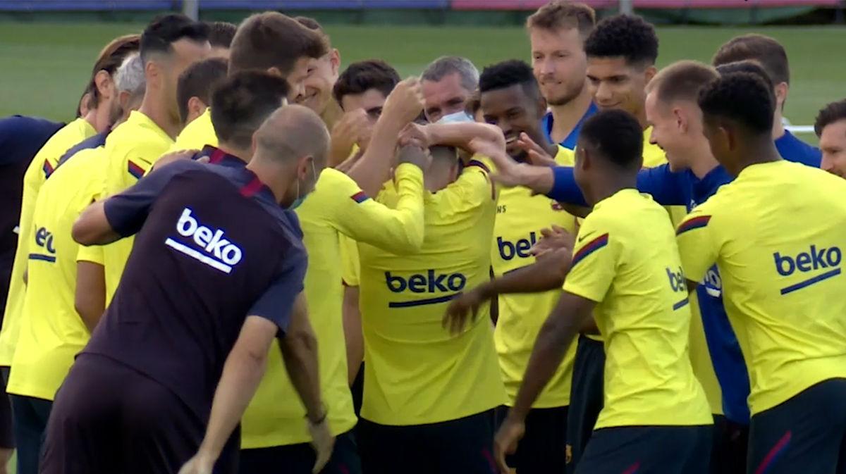 Collejas a Jordi Alba en el entrenamiento