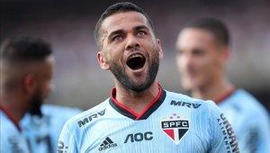 Dani Alves llegó para reforzar a Sao Paulo esta temporada