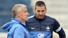 Didier Deschamps y Karim Benzema durante un entrenamiento de la selección francesa