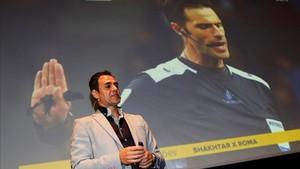 El director del sistema de Video Arbitraje (VAR), Carlos Velasco Carballo, durante la jornada formativa que se celebró en Barcelona
