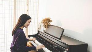 Esta es la emotiva historia entre una joven pianista y su vecino