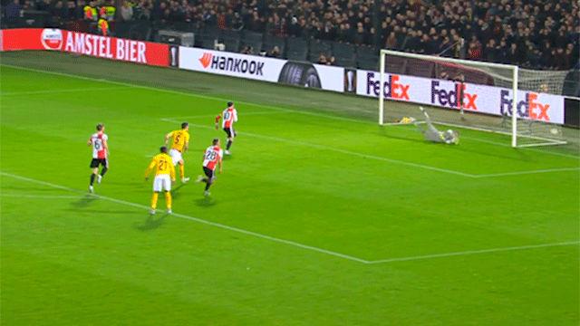 El gol de Berghuis de penalti para adelantar al Feyenorrd