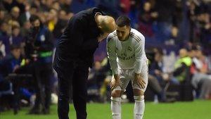 Hazard habla con Zidane tras lesionarse ante el Levante