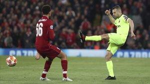 Jordi Alba firmó una actuación horrible en Anfield y se equivocó en dos de los goles del Liverpool