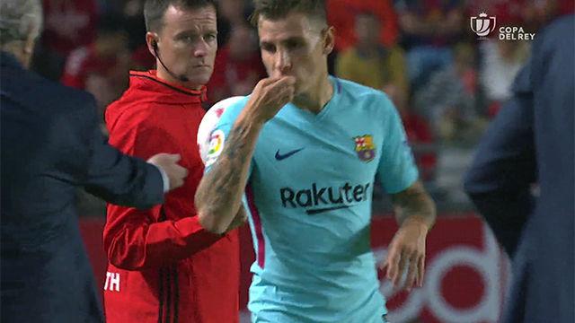 LACOPA   Murcia - FC Barcelona (0-3): Bonito detalle de Digne al quitarse el anillo de casado