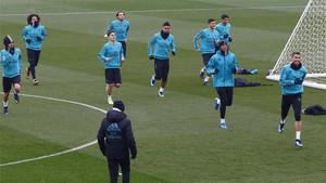 Los jugadores de la primera plantilla del Real Madrid durante el entrenamiento del 9 de enero de 2018