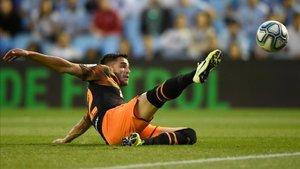 Maxi Gómez se libró de la expulsión en el Camp Nou