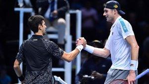 Novak Djokovic venció a Josh Isner en ATF Finals