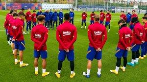 La plantilla del Barça, este viernes, en el Campo Tito Vilanova de la Ciudad Deportiva Joan Gamper