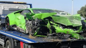 La Policía Local de Huelva encuentra estrellado un Lamborghini