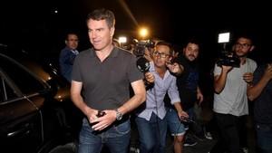 Robert Fernández no quiso hablar a su salida de las oficinas del club