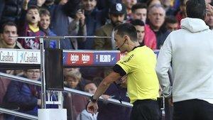 Sánchez Martínez se apoyó en el VAR para resolver el penalti madridista