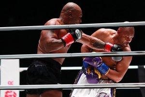 Tyson y Jones, durante el combate
