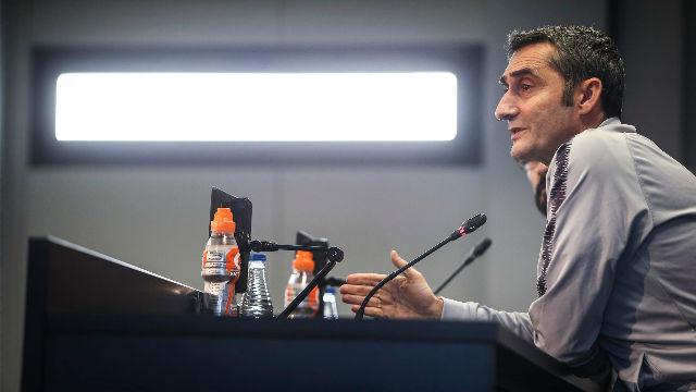 Valverde: De Jong es un jugador que se compromete con el juego