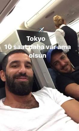 Arda Turan viajando al Japón