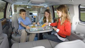 Los niños muchas veces convierten el vehículo en un lugar para hacer vida.
